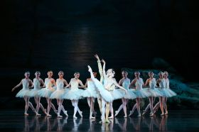 American Ballet Theatre dancers Sarah Lane and Cory Stearns with Richmond Ballet dancers in Swan Lake by Nicholas Beriozoff, after Marius Petipa, Lev Ivanov, and Alexander Gorsky. Richmond Ballet. All Rights Reserved. Photo by Sarah Ferguson.